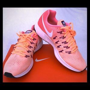 NEW & Rare! Nike Pegasus 33 Peach, White, Mango